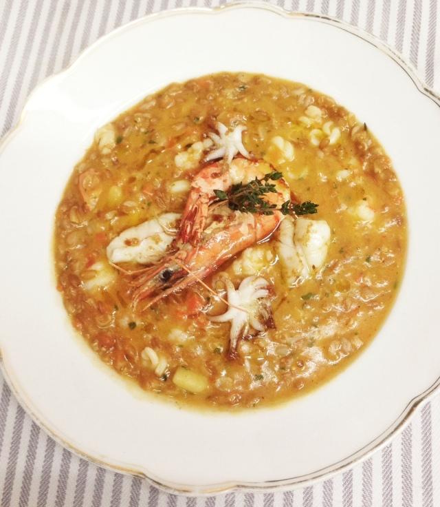 Minestra di farro con gamberi, calamaretti e verdurine / Dinkel-Minestra mit Garnelen, Tintenfisch und kleine Gemüse